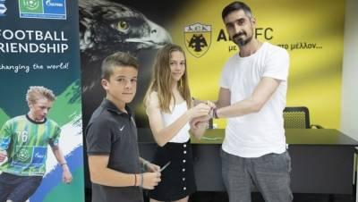 O Νίκος Λυμπερόπουλος φόρεσε το Βραχιόλι της Φιλίας