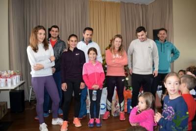OΜΙΛΟΣ ΑΝΤΙΣΦΑΙΡΙΣΗΣ ΚΑΛΑΜΑΤΑΣ: Χριστουγεννιάτικη γιορτή με τένις, κάλαντα και δώρα!