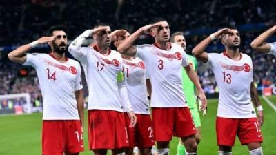 Τουρκία: Καμία τιμωρία για τους στρατιωτικούς χαιρετισμούς!